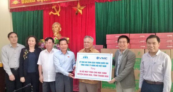Tổng công ty Hàng hải Việt Nam trao tặng 30 bộ máy tính cho các trường học trên địa bàn huyện Quan Hóa (Thanh Hóa)
