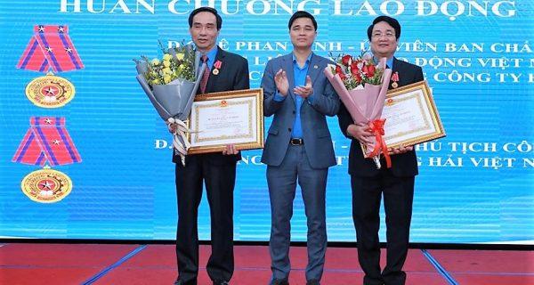 Nhiều tập thể, cá nhân thuộc CĐ TCty Hàng hải VN được khen thưởng