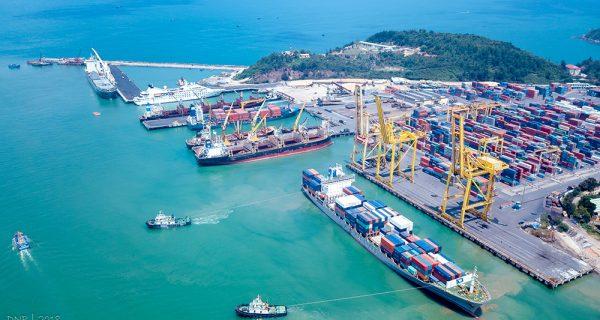 Nguy cơ đứt gãy chuỗi sản xuất do thiếu lao động tại cảng biển