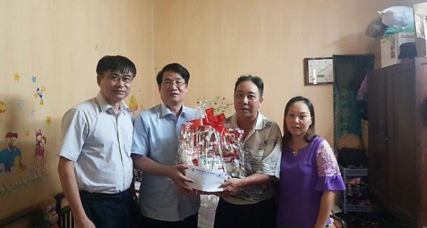 Tháng Công nhân năm 2019: Thăm, tặng quà công nhân lao động có hoàn cảnh khó khăn khối Vận tải biển khu vực Hải Phòng