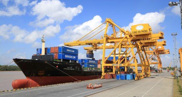 Hàng hóa qua cảng biển tăng mạnh trong tháng đầu năm 2021