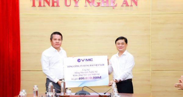 Tổng công ty Hàng hải Việt Nam ủng hộ đồng bào bị ảnh hưởng do lũ lụt ở Nghệ An