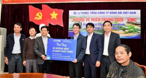 VIMC trao tặng 30 xuồng cứu hộ, 30 máy phát điện cho các huyện tại tỉnh Quảng Bình