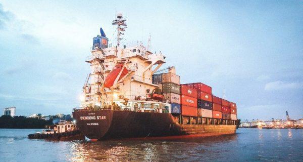 VIMC vận chuyển, trao tặng 30 container hàng hóa đến các tỉnh phía Nam