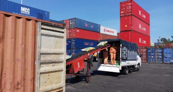 Cảng Đà Nẵng tặng 20 tấn gạo hỗ trợ người dân khó khăn