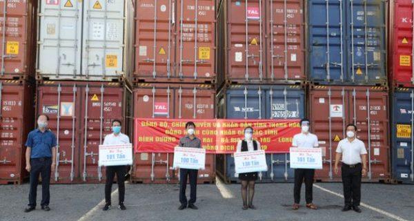 Cảng Sài Gòn tiếp nhận, chuyển giao 22 container hàng hoá ủng hộ phòng, chống dịch Covid-19