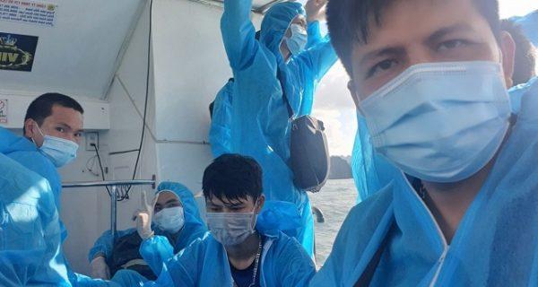 """Hành trình về nhà của các thuyền viên F0 Tàu """"Đông Phú"""""""