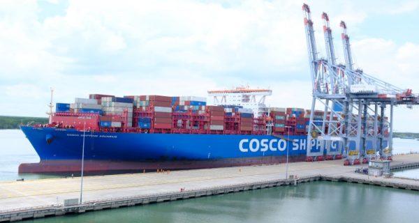 Tàu container lớn nhất của Hãng tàu OOCL cập Cảng CMIT