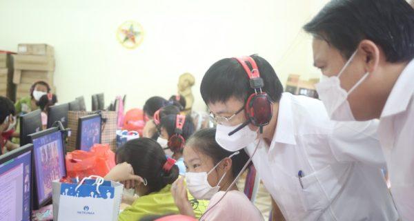Công đoàn Tổng công ty Hàng hải Việt Nam hỗ trợ kinh phí mua máy tính cho các cháu học sinh tại Trung tâm công tác xã hội tỉnh Nghệ An